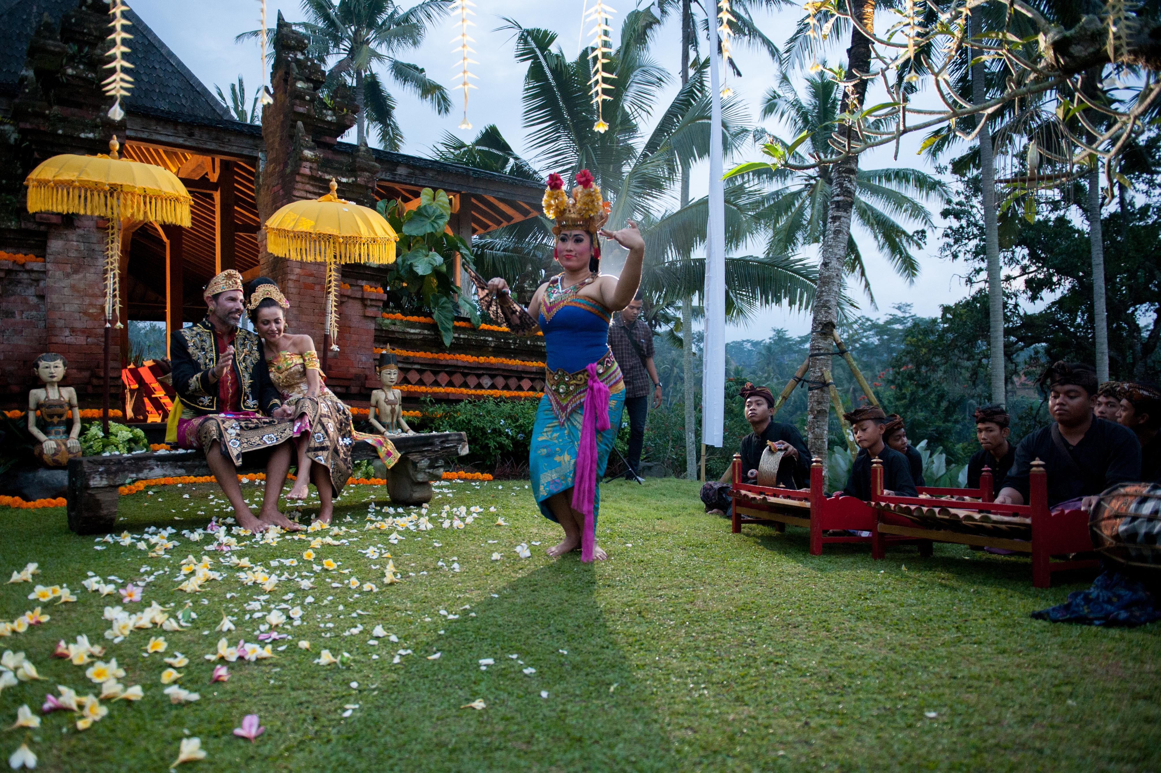balinese style wedding in ubud